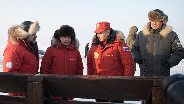 Президент РФ Владимир Путин во время посещения острова Земля Александры архипелага Земля Франца-Иосифа. 29 марта 2017