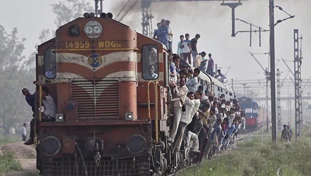 ВИндии при сходе поезда срельсов пострадали 18 человек