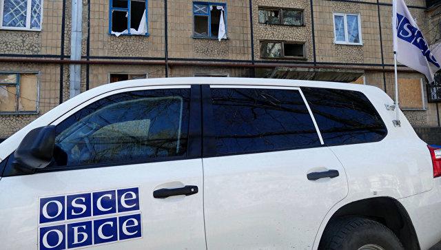 Автомобиль представителей ОБСЕ в Донбассе. Архивное фото