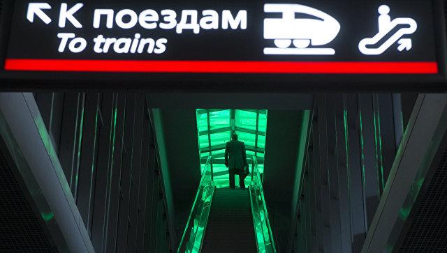 Эскалатор на станции Деловой центр Московского центрального кольца в Москве