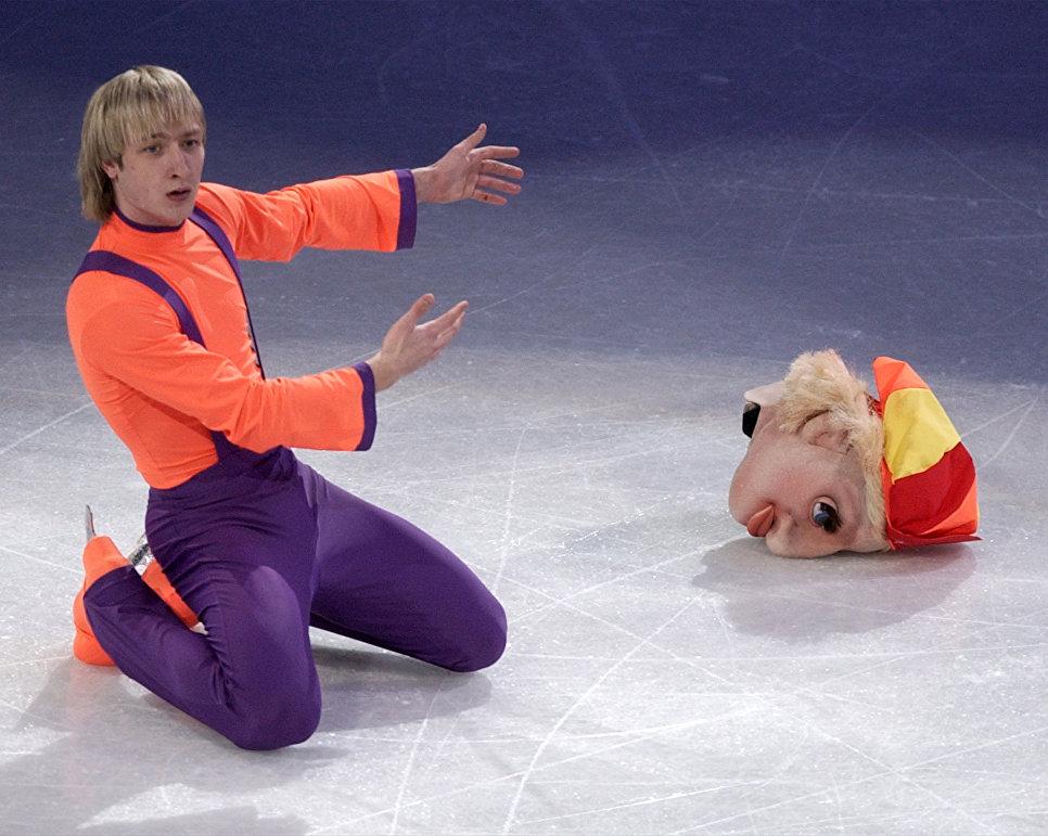Евгений Плющенко выступает на гала-шоу на чемпионате мира по фигурному катанию в Вашингтоне. 30 марта 2003