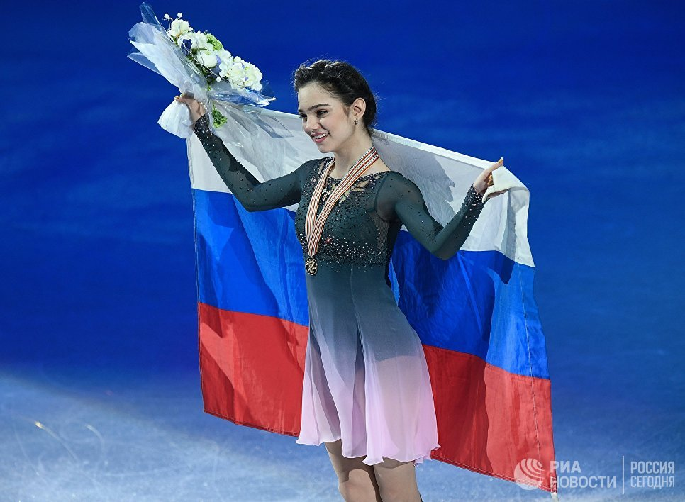 Евгения Медведева, завоевавшая золотую медаль в женском одиночном катании на чемпионате мира по фигурному катанию в Хельсинки