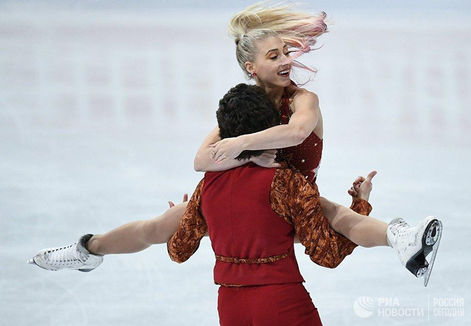 Пайпер Гиллес и Поль Пуарье выступают в короткой программе танцев на льду на чемпионате мира по фигурному катанию в Хельсинки