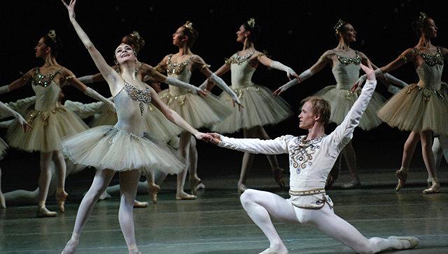 Заключительная часть балета Драгоценности - Бриллианты. Архивное фото