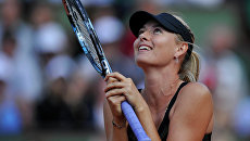 Россиянка Мария Шарапова радуется победе в полуфинальном матче Открытого чемпионата Франции по теннису среди женщин против чешки Петры Квитовой