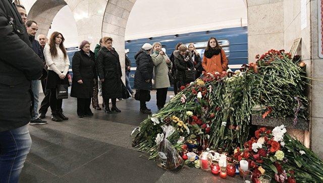 Акция памяти жертв теракта вметро вПетербурге завершена