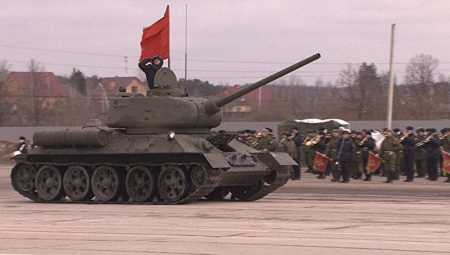 Марш солдат, оркестр и проезд военной техники – репетиция парада Победы в Алабино