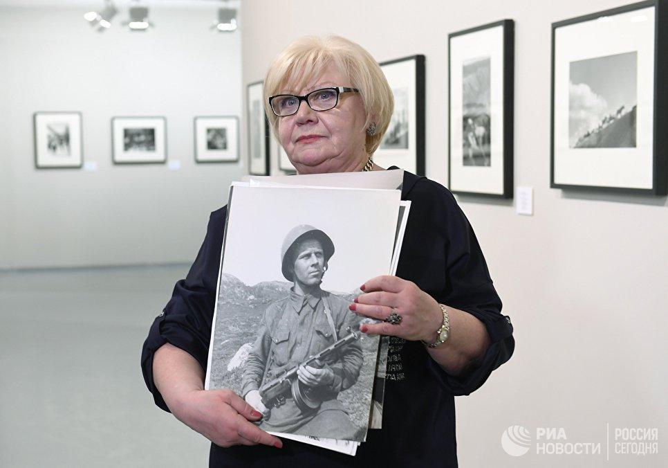 Анна Халдей, дочь знаменитого фотографа на открытии фотовыставки Евгений Халдей. Ретроспектива в Мультимедиа Арт Музее
