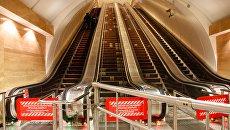 Закрытый эскалатор в метро Санкт-Петербурга. Архивное фото