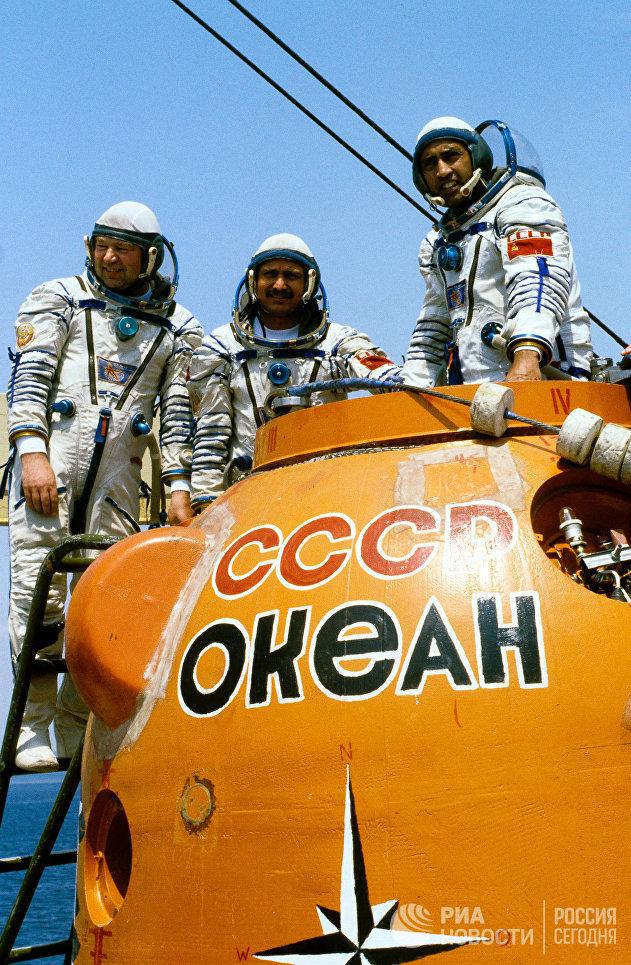 Советско-индийский космический экипаж во время тренировки
