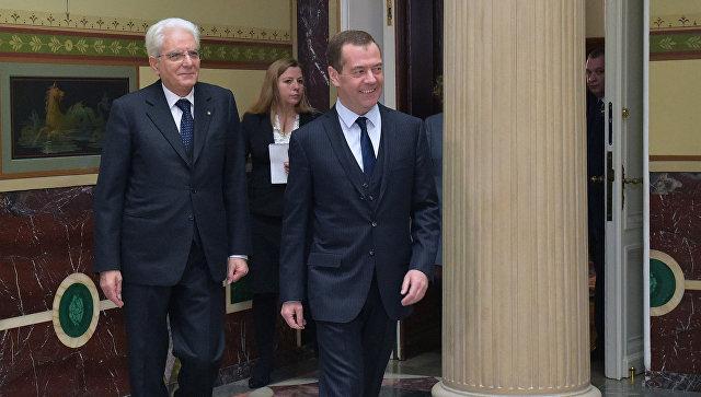 Председатель правительства РФ Дмитрий Медведев и президент Италии Серджо Маттарелла во время встречи. 11 апреля 2017