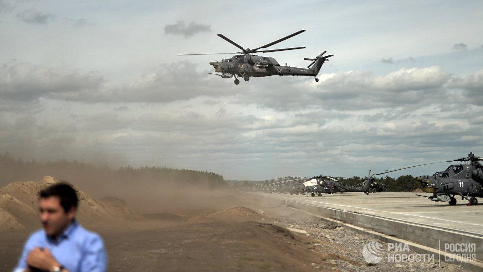 Выступление пилотажной группы Беркуты на вертолетах Ми-28 на всероссийском этапе международного конкурса Авиадартс-2015 в Воронеже