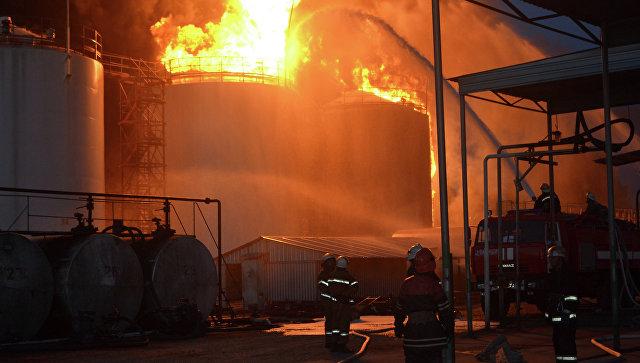 Пожар на нефтебазе. Архивное фото