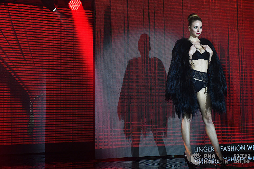 Шоу Cats на выставке модного белья, купальников и домашней одежды Lingerie Fashion Week весна 2017
