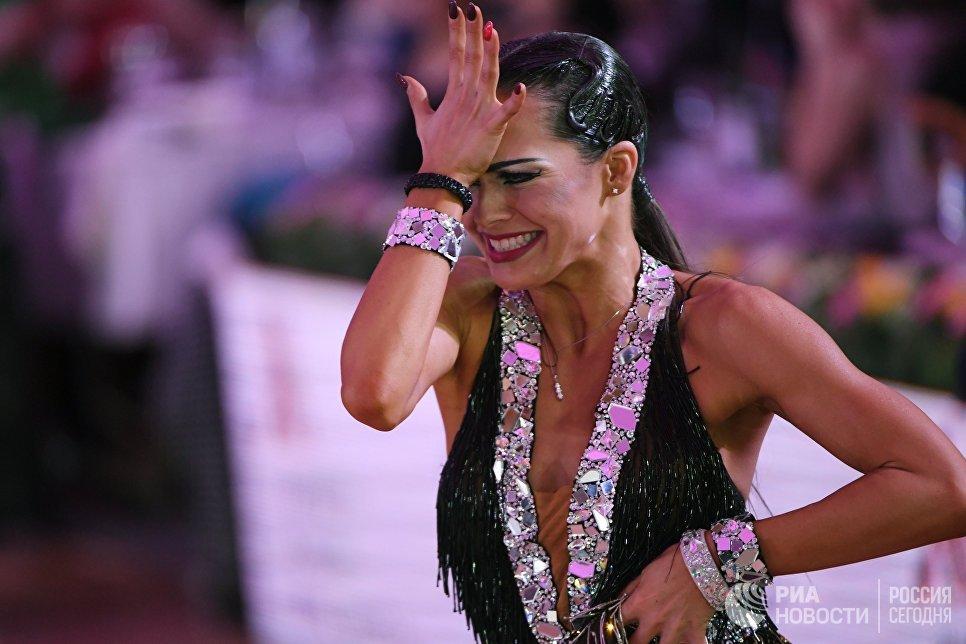 Андра Вайдилайте (Италия) выступает на чемпионате Европы по латиноамериканским танцам в Москве