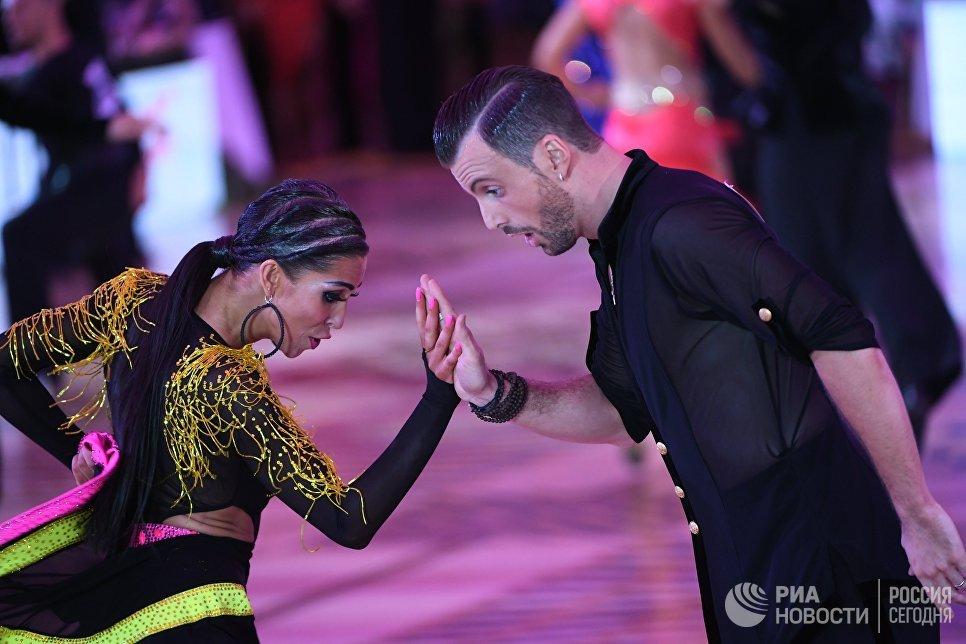 Мануэл Фригетто и Дарья Середа (Италия) выступают на чемпионате Европы по латиноамериканским танцам в Москве