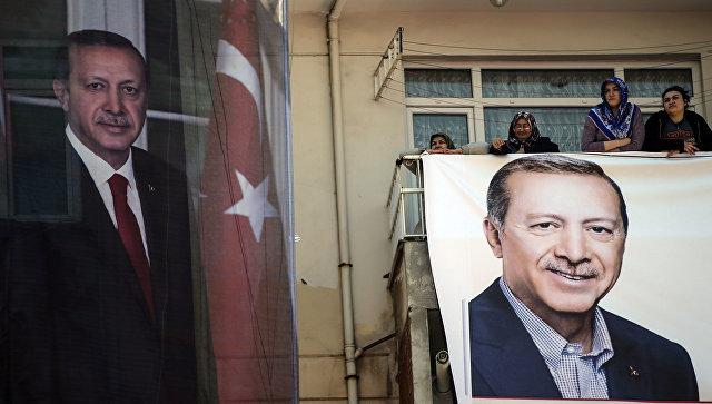 Портреты президента Турции Тайипа Эрдогана в Стамбуле