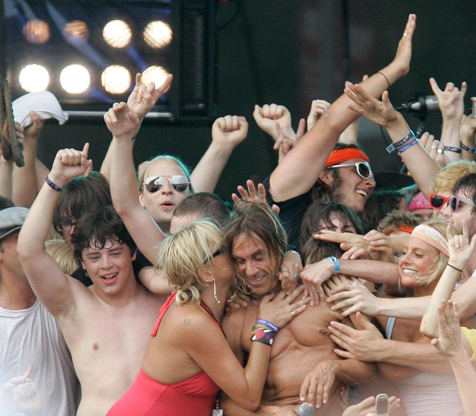 Американский певец Игги Поп во время выступления в Чикаго