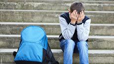 Плачущий школьник