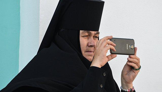 РПЦ просит прихожан молиться в монастыре, ноне делать селфи для инстаграма