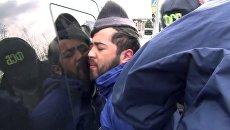 Задержание сотрудниками ФСБ в Новой Москве Акрама Азимова. Архивное фото