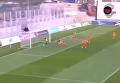 Голландский футболист не попал в ворота с двух метров