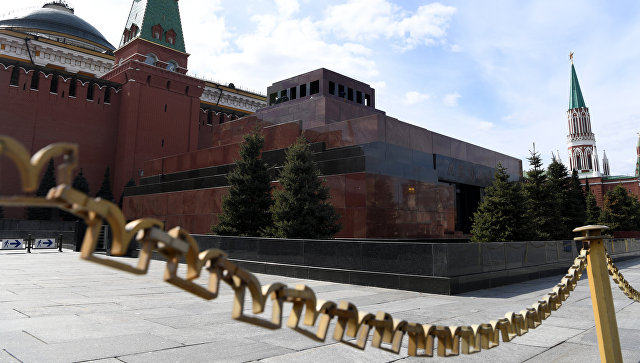 Мавзолей В.И. Ленина на Красной площади в Москве. 20 апреля 2017