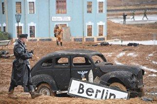 Участники во время военно-исторической реконструкции Штурм Берлина