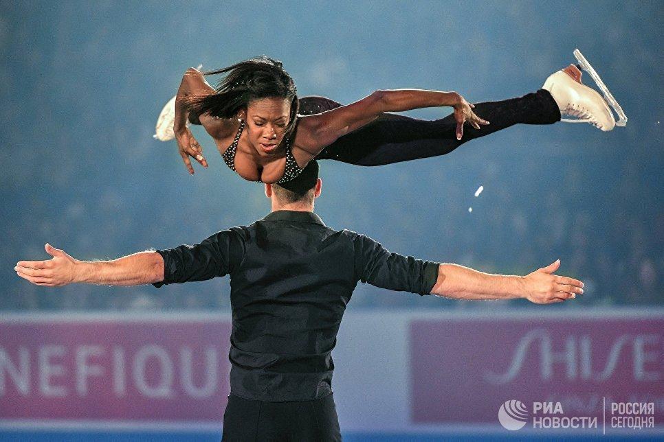 Ванесса Джеймс и Морган Сипре участвуют в показательных выступлениях на командном чемпионате мира по фигурному катанию в Токио