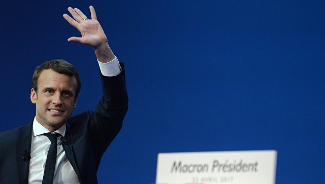 Кандидат в президенты Франции Эммануэль Макрон во время пресс-конференции по итогам первого тура президентских выборов