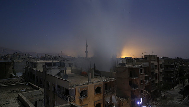 Дым от взрывов над Дамаском, Сирия