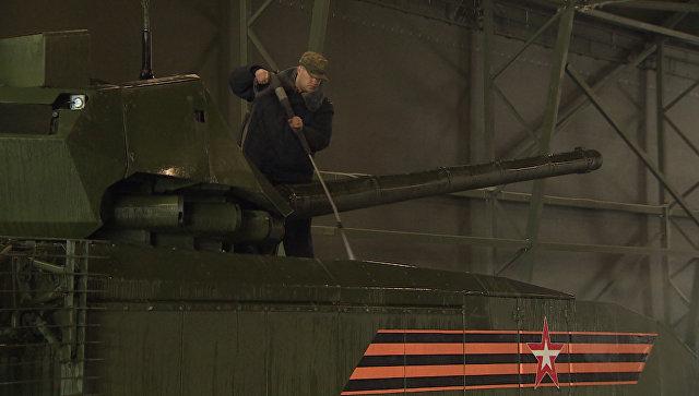 Как моют Армату: танки и бронетехнику готовят к параду Победы в Москве