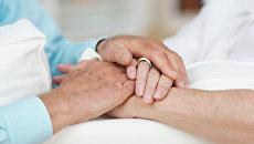 Руки пожилого человека. Архивное фото