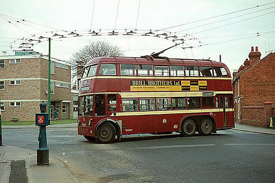 Двухэтажный троллейбус в Рединге. Англия, 1966