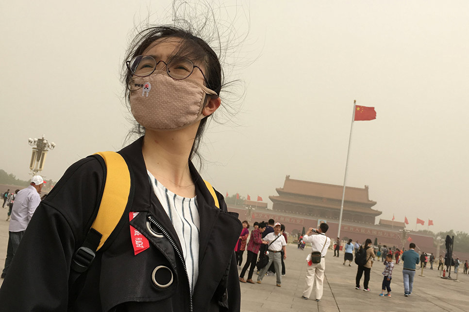Площадь Тяньаньмэнь во время пыльной бури в Пекине