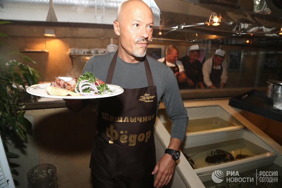 Актер и режиссер Федор Бондарчук на празднике шашлыка в ресторане Bistrot в Москве