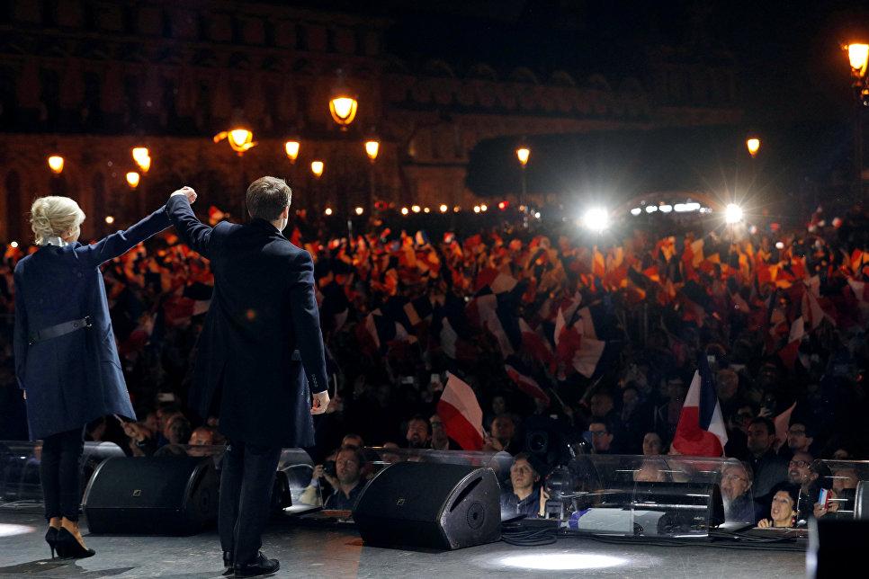 Макрон объявил, что его победа откроет «новую страничку надежды идоверия»
