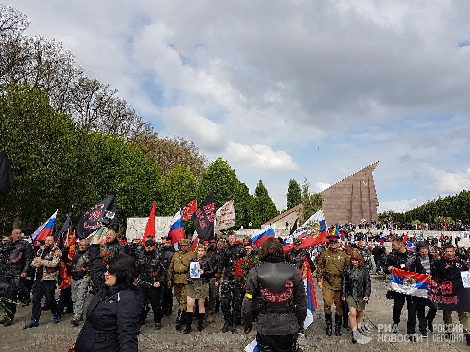 ВТрептов-парке вБерлине прошла акция усоветского мемориала