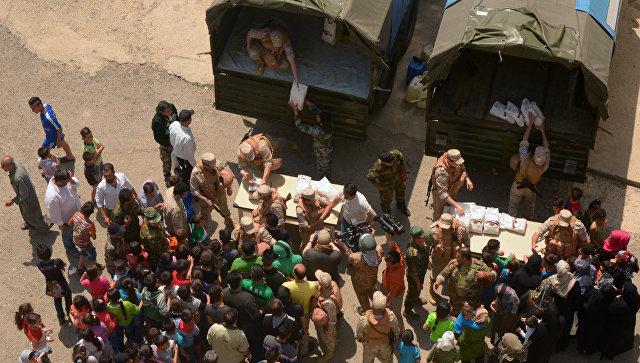 Раздача российской гуманитарной помощи в Сирии. Архивное фото
