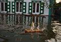 Игрушечный корабль в городе Ишим Тюменской области, подтопленный в результате сильного поднятия воды в реках Ишим и Карасуль