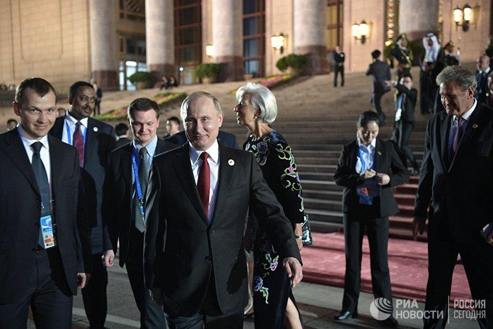 Президент РФ Владимир Путин у Дома народных собраний в Пекине. 14 мая 2017