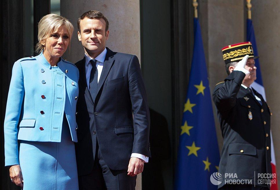 Президент Франции Эммануэль Макрон со своей супругой Брижит после церемонии инаугурации в Париже