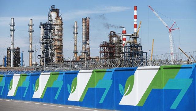 Московский нефтеперерабатывающий завод в районе Капотня. 15 мая 2017
