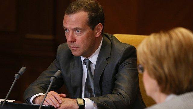 Медведев напомнил, что перинатальные центры строят недля «блатных»