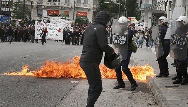 Намитинге вАфинах милиция применила слезоточивый газ против анархистов