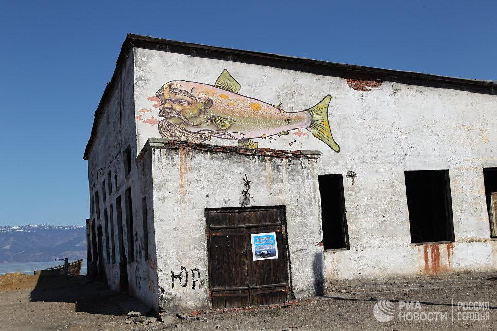 Заброшенное здание, поселок Хужир