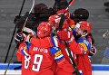 Игроки сборной России радуются заброшенной шайбе в матче 1/4 финала чемпионата мира по хоккею 2017 между сборными командами России и Чехии.