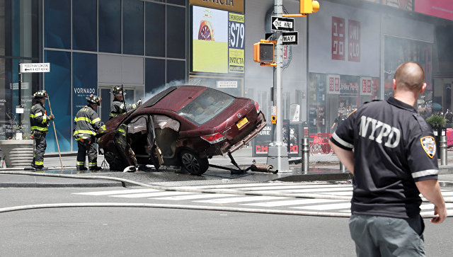 Водитель, наехавший напешеходов наТаймс-сквер, убегал от милиции  после ограбления