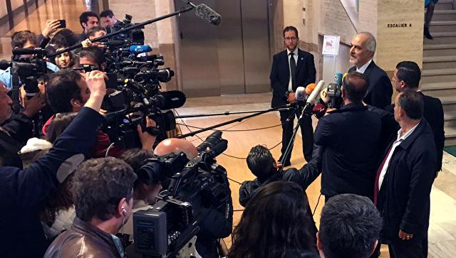 Глава делегации Дамаска на переговорах в Женеве Башар Джаафари после переговоров со спецпосланником ООН по САР Стаффаном де Мистурой