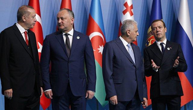 Руководители стран ОЧЭС подписали итоговую декларацию саммита в Стамбуле